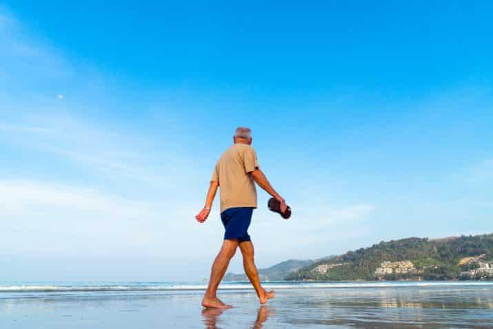 Simple leg exercises for the elderly