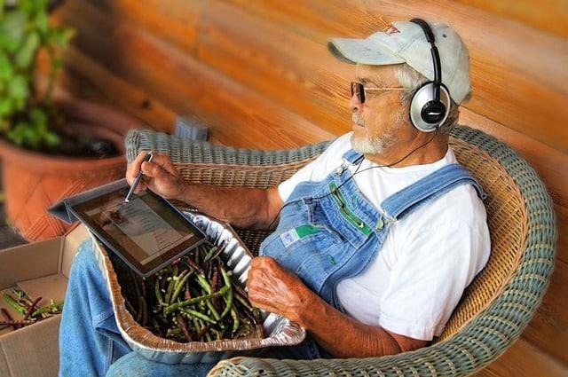 headphones use bluetooth